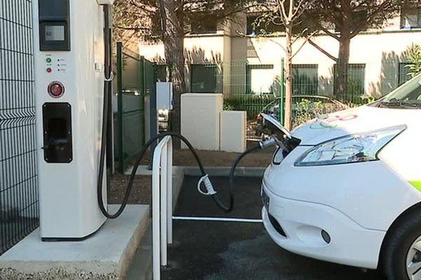 La plateforme permet de recharger un véhicule électrique en 30 minutes au lieu de 8 heures - 13 avril 2017