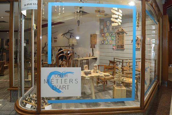 Les artisans et métiers d'art peuvent présenter leurs créations, non loin de l'Hotel de Ville.
