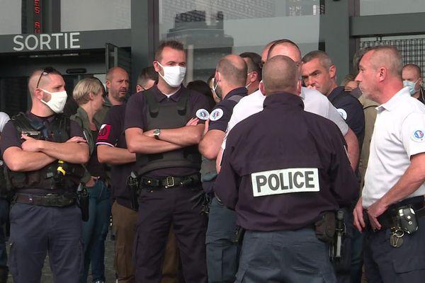 Ils étaient environ 200 policiers rassemblés devant le Palais de Justice de Nantes