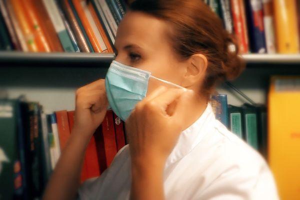 Pour être efficace, le masque doit recouvrir le nez et la bouche et le menton