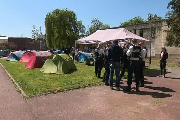 Le camp des sans-abris installé devant l'église Saint-Honoré d'Amiens le 5 mai 2018