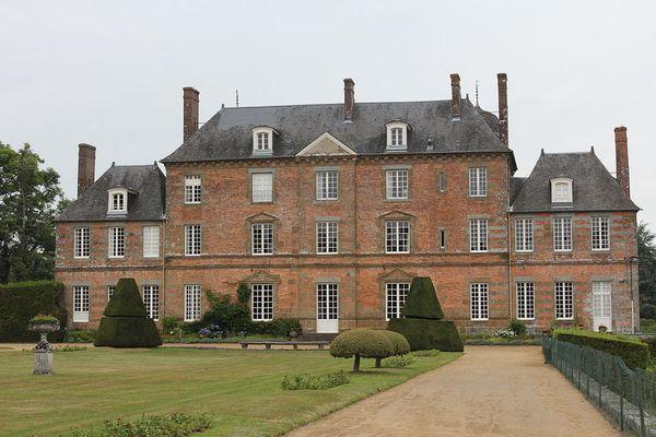 Non loin de Bagnoles de l'Orne, le Château de Couterne restera sous un ciel nuageux en ce LUNDI.