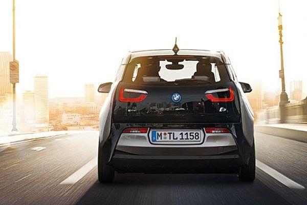 La dernière née de BMW est capable de croiser les infos trafic avec l'état des réseaux de transports en commun en temps réel pour vous suggérer le mode de transport le plus efficace.