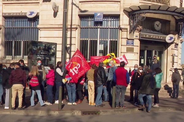 Les postiers du Limousin et de Dordogne manifestent pour la défense du Service Public et contre le manque de personnel