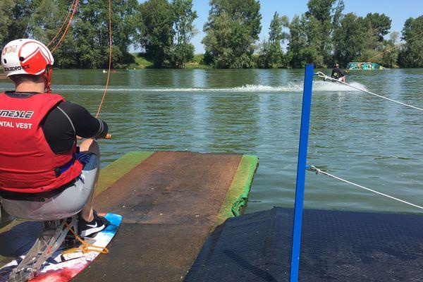 Une dizaine de participants ont effectué un stage de wakeboard à partir du 22 mai. L'occasion pour des personnes à mobilité réduite de découvrir l'activité