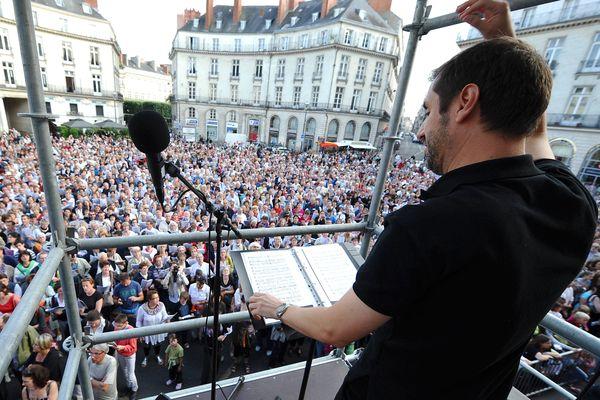 Longtemps avant le COVID-19, en  2010, 3000 choristes réunis place Graslin à Nantes pour la Fête de la Musique