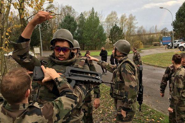 Les basketteurs ont enfilé la tenue de combat des militaires pour cette demi-journée.