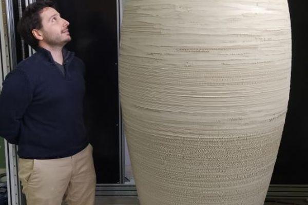 Une jarre en céramique de près de 2 mètres imprimée en 3D près de Limoges