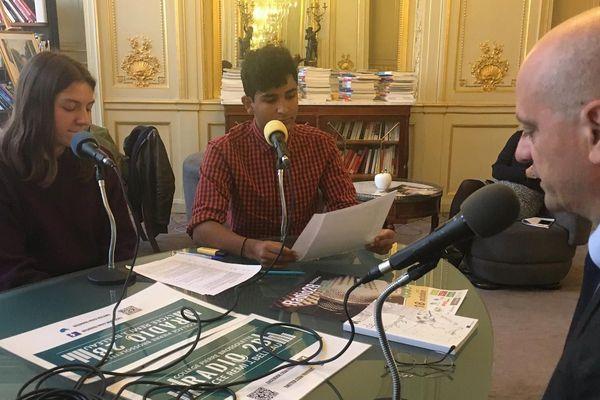 Le ministre de l'Education nationale, Jean-Michel Blanquer, interrogé par Marion et Alexis, deux élèves du lycée Rémi Belleau.