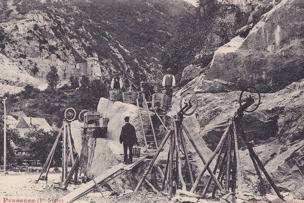 Carte postale ancienne des carrières de marbre de Saint-Béat