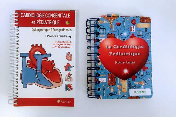 A gauche, le guide publié, à droite, le carnet initial.