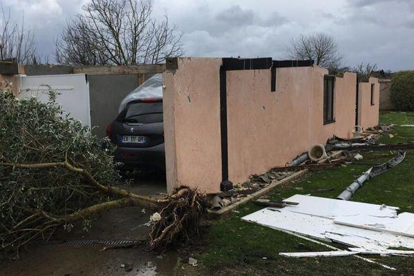 A Orleix, une vingtaine de toitures d'habitations ont été également endommagées.