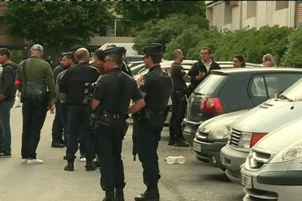 Des individus cagoulés et armés de kalachnikovs ont ouvert le feu sur un groupe de jeunes dans le quartier de la Busserine, cet après-midi vers 17H00