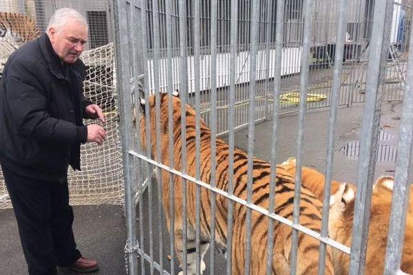 Selon Mario Masson, les conditions de vie de ses tigres à Blacourt dans l'Oise sont réglementaires.