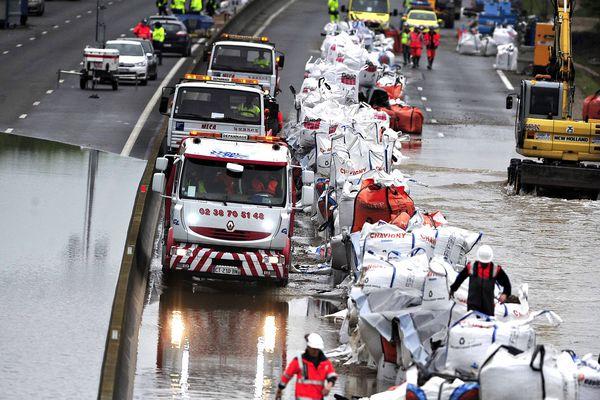 L'opération de sauvetage des véhicules bloqués sur l'A10 en raison des inondations a démarré dimanche.