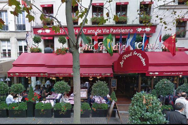 Le restaurant Au pied de cochon, rue de la coquillière dans le 1er arrondissement de Paris, fait face aux Halles