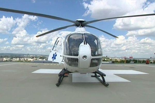 L'implantation d'un hélicoptère sanitaire au centre hospitalier de Chalon-sur-Saône est à l'étude pour améliorer les transports vers le CHU de Dijon (sur la photo) et les CH pivots
