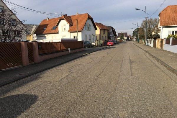 La rue d'Offendorf à Herrlisheim, théâtre de tirs de pétards samedi 21 novembre 2020