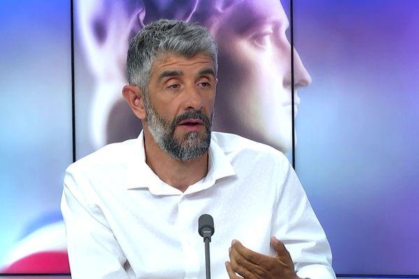 Julien Pradat lors du débat du second tour des élections municipales d'Amiens le 25 juin 2020