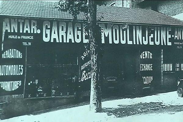 Le père de René Moulinjeune tenait un garage