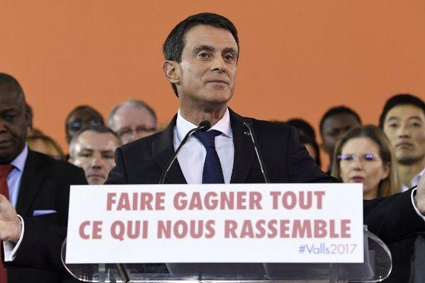 """Le Premier ministre Manuel Valls a annoncé lundi soir depuis son fief d'Evry (Essonne) qu'il était """"candidat à la présidence de la République"""""""