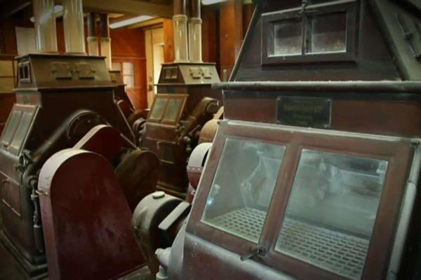 Les machines à l'intérieur de la minoterie de Courçon avant l'incendie de jeudi 18 février. Elles ont été détruites par le feu.