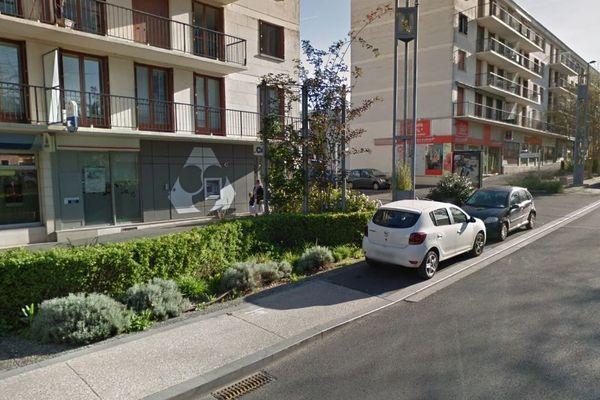 Le corps de la victime a été retrouvé, 6 jours après sa mort, à son domicile de Joué-lès-Tours.