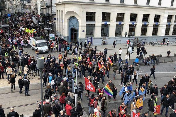 A Clermont-Ferrand, ils étaient encore nombreux, mardi 17 décembre, à manifester leur opposition à la réforme des retraites.
