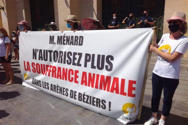 Quelque 200 manifestants se sont rassemblés à Béziers, le 15 août 2020, pour protester contre la corrida.