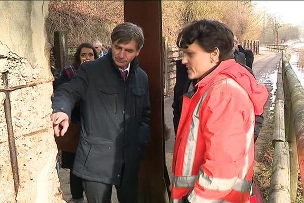 Tour de France des ponts à inspecter : sécurité, entretien, tout est passé au crible par les sénateurs. Visite à Petite-Rosselle en Moselle.