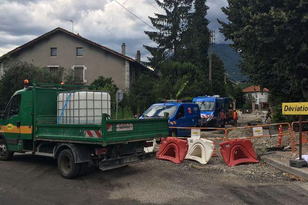 Les équipes de GRDF sont sur place pour réparer la canalisation endommagée.