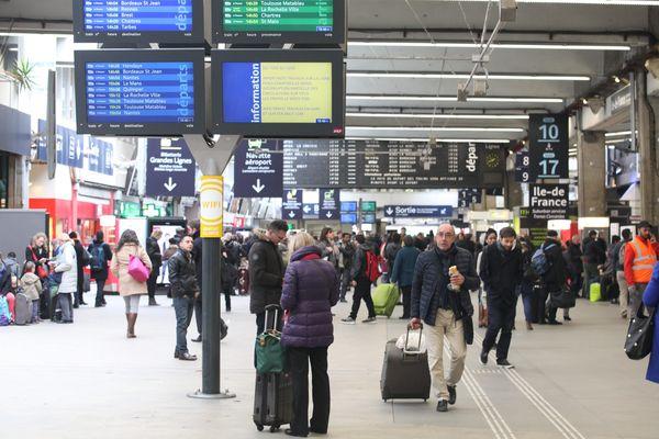 Une panne informatique des aiguillages a provoqué la paralysie de la gare de Paris-Montparnasse le 29 mai 2016