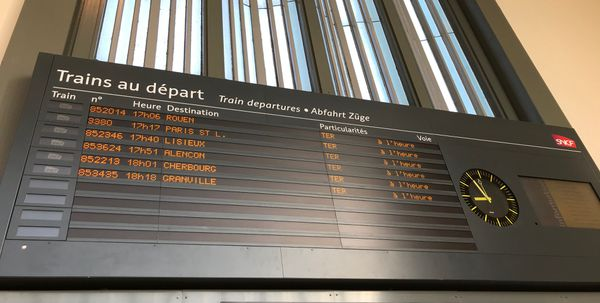 En cette période de trafic très réduit, la gare de Caen est ouverte 3h le matin et 1h30 le soir.