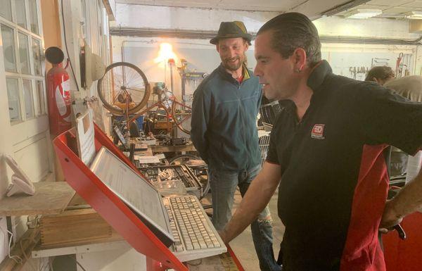 Sébastien, le mécanicien encadrant du garage solidaire Autopia