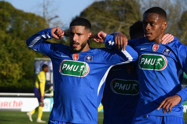 La déception des joueurs de Saumur. Revenus au score ils se inclinés, mais sortent la tête haute de la Coupe de France.