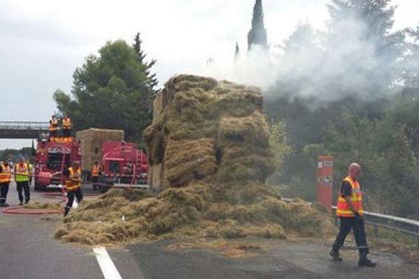 Un incendie impliquant un poids-lourd s'est produit ce jour vers 12h00 sur l'autoroute A54 au niveau de Nîmes Centre en direction d'Arles.