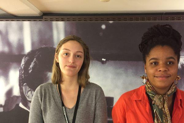 Lia et Lindsay, à 16 et 17 ans, développent déjà l'esprit critique.