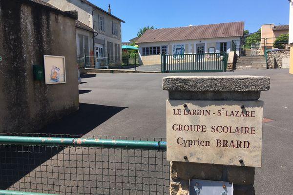 Les cours reprennent mardi 1er juin au groupe scolaire du Lardin-Saint-Lazare, au lendemain de la fin de la chasse à l'homme