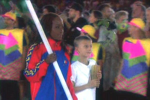 La jeune athlète franco-tchadienne lors de la cérémonie d'ouverture des Jeux Olympiques 2016 à Rio (Brésil)
