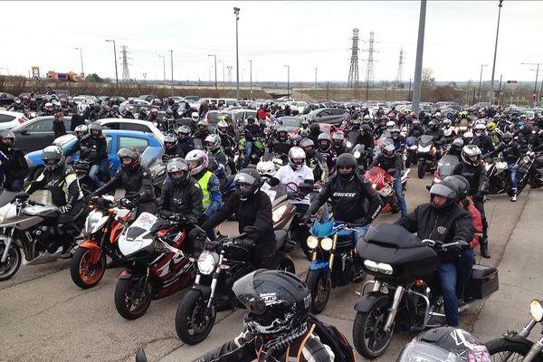 """Des motards et des automobilistes ont répondu """"présent"""" à Dijon samedi 27 janvier 2018. Un appel à manifester avait été lancé notamment contre le passage de 90 à 80 km/h sur les routes nationales."""