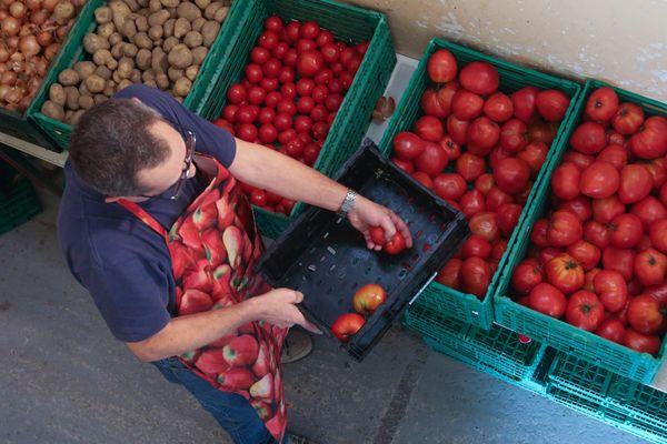 73 000 bénévoles font vivre les restos du cœur, partout en France