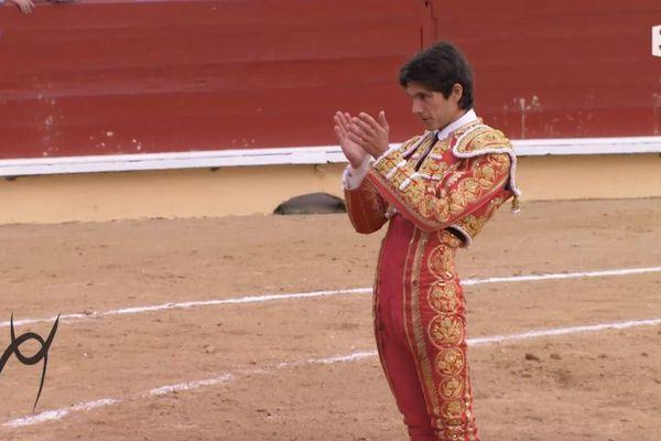 Faut-il que Vellosón ait été un grand toro! Castella applaudit sa dépouille…