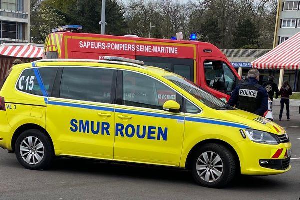 Intervention des secours dans l'agglomération rouennaise avec SAMU, pompiers et police - Archives