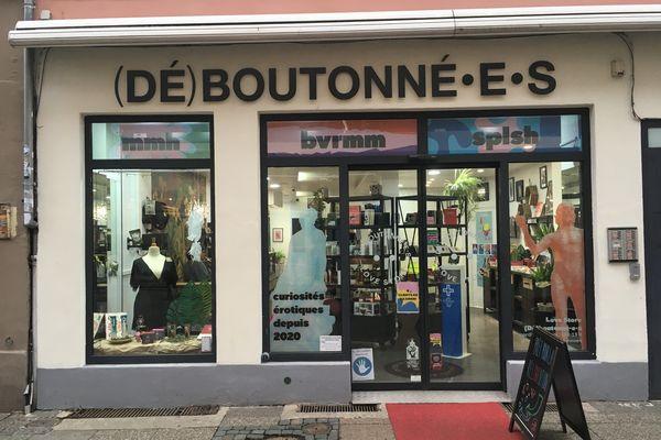 Le love store (ou cabinet de curiosités érotiques) est grand ouvert sur la rue des Magasins.