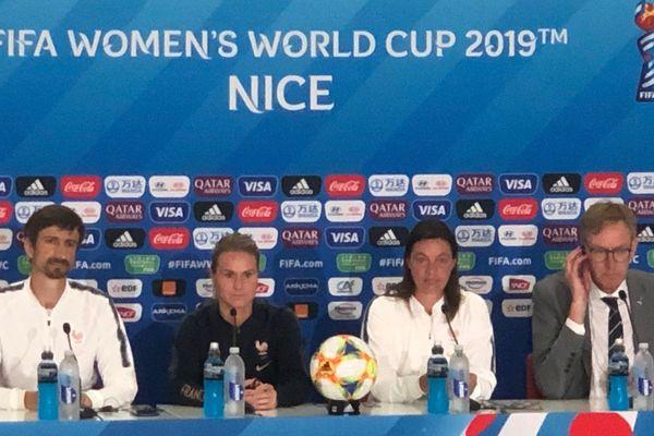 Conférence de presse des Bleues à Nice avant le match France-Norvège.