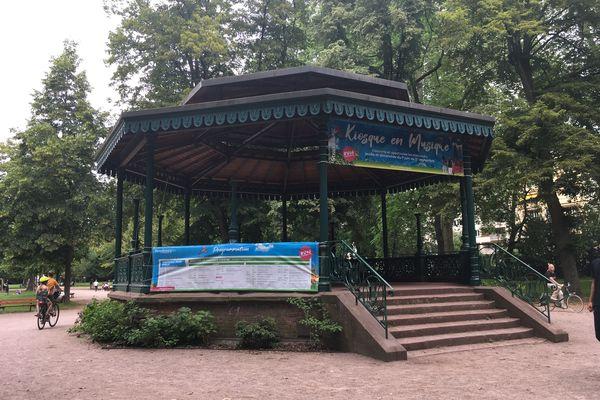 L'élégant kiosque en fonte du parc de Contades a été construit dans les années 1880. Il se trouvait originellement situé sur la place Broglie.