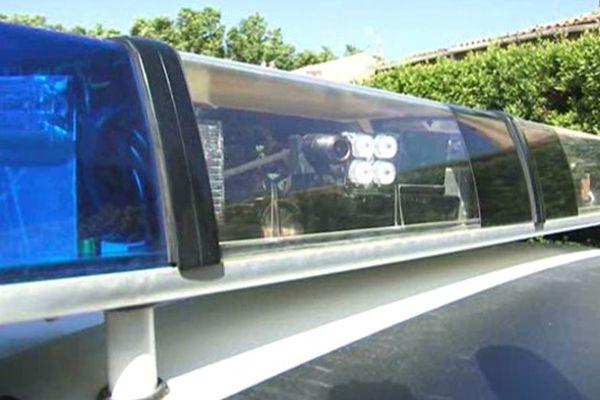 La rampe d'une voiture de police avec son système embarqué de verbalisation automatique en roulant.