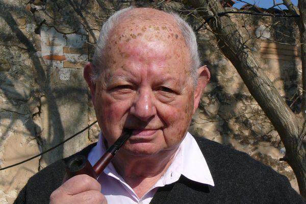 """Le journaliste et écrivain Claude Mossé, auteur du livre """"Carpentras, la profanation""""."""