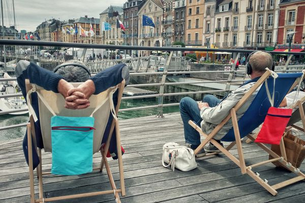 Découvrir l'histoire de Dieppe en audio, confortablement installé sur un transat.