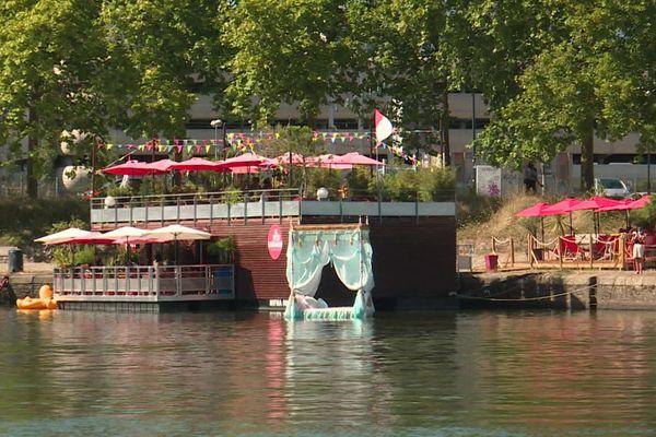 Le lit à baldaquin du Voyage à Nantes, août 2020